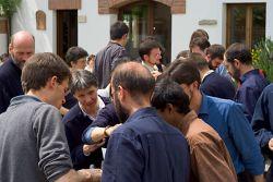 a comunidade reunida para a festa de S. Pacómio, Maio 2006