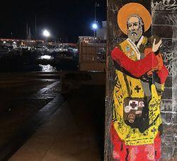 TvBoy, San Nicola Protettore dei Rifugiati. Molo di San Nicola, Bari