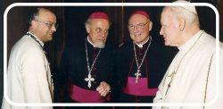 Frans Bouwen (a sinistra), Pierre Duprey (al centro) e Giovanni Paolo II