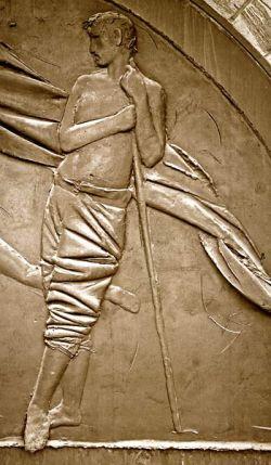 Porta da paz - bronze - detalhe dum homem em pé